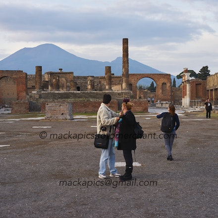 Vesuvius still awaits - Pompeii trip