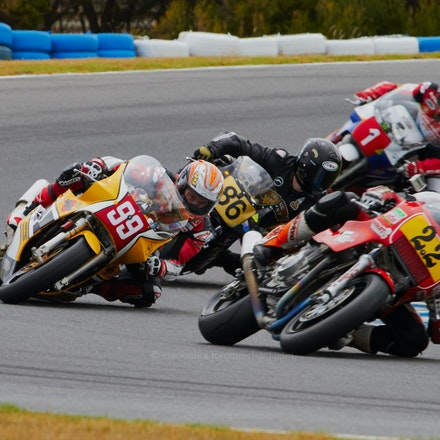 Metcher, McWill, Beaton, McPint, 1-2-3-4 - Lap1, Race 4, International Challenge (File: 1620)
