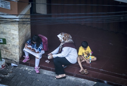 Waiting for the bus - Family waiting for the bus, Jakarta style