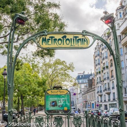 Metro entrance so chic - 9755