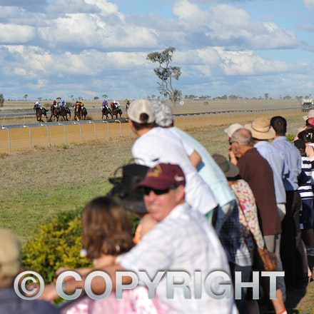 100925_SR1_8254 - at the Longreach Races, Saturday September 25, 2010.  sr/Photo by Sam Rutherford.